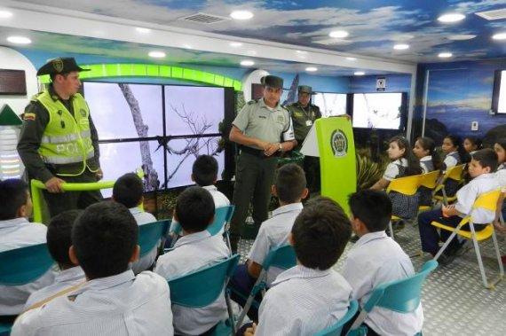 Aumentar en dos mil millones de pesos el presupuesto para la Policía de Infancia y Adolescencia en Bogotá